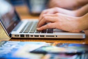 Ein Laptop ist nur eine von vielen technischen Hilfsmittel, die Gott uns geschenkt hat, um Familienforschung betreiben zu können. Damit funktioniert das Indexieren kinderleicht.