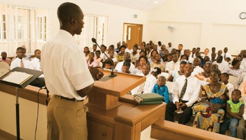 Fast- und Zeugnisversammlung bei den Mormonen