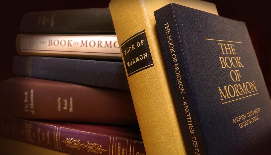 Verschiedene Editionen des Buch Mormons