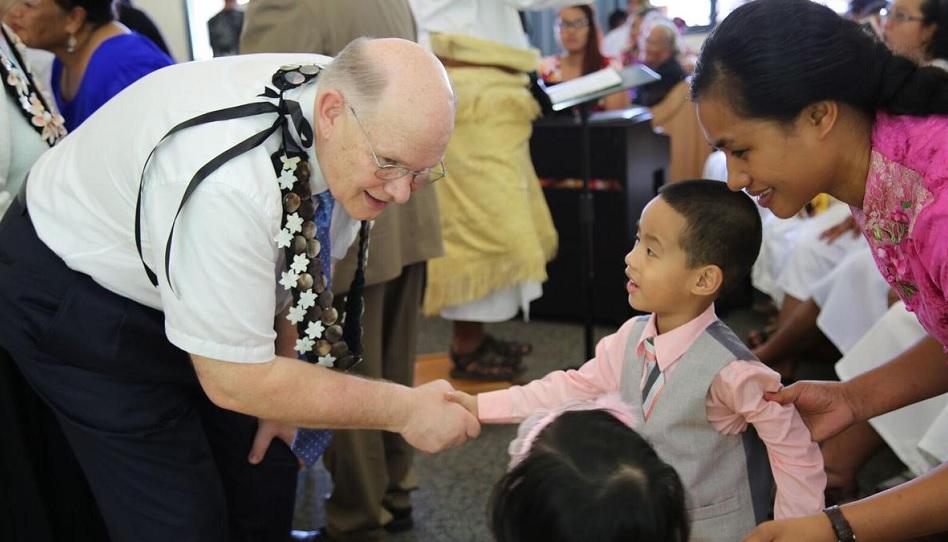 Elder Renlund auf Tonga