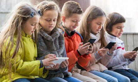 Kinder kleben am Bildschirm: Wie schicke ich sie zum Spielen nach draußen?