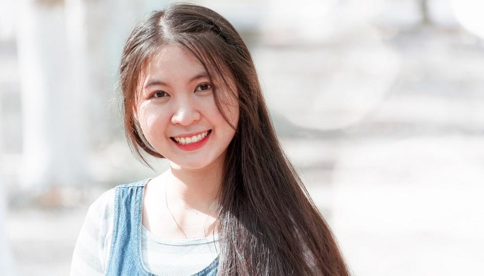 Unvergessene Lektion: Asiatische Austauschstudentin betet zum ersten Mal
