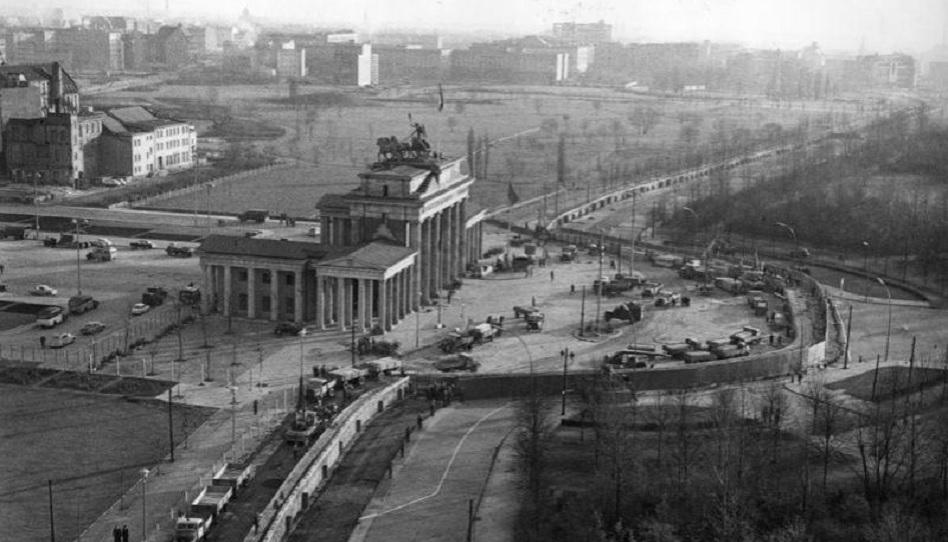 Berliner Mauer schwarz weiß Brandenburger Tor