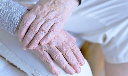 3 Dinge, die Menschen auf dem Sterbebett bereuen und zeigen, was wirklich wichtig ist