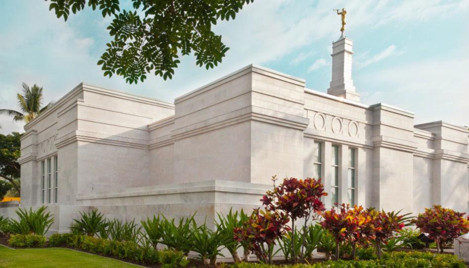 Zu sehen ist der Kona Hawaii Tempel der Kirche Jesu Christi der Heiligen der Letzten Tage. In diesem Tempel heirateten Steve Young und seine Frau Barbara.