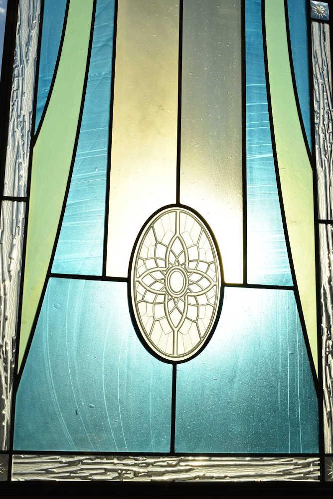 Zu sehen ist eine weitere Glasmalerei des Tempels der Kirche Jesu Christi der Heiligen der Letzten Tage in Rom.