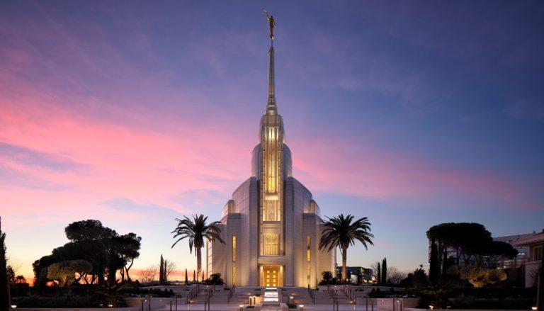 Zu sehen ist der Tempel der Kirche Jesu Christi der Heiligen der Letzten Tage in Rom, um dessen wunderschöne Glasmalereien es in diesem Beitrag geht.