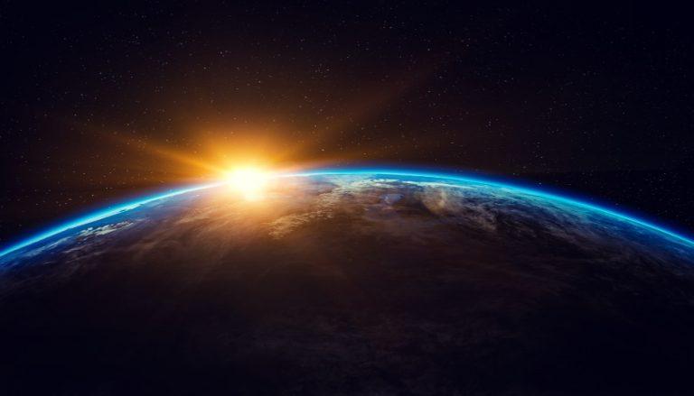 """Zu sehen ist ein Bild der Erde, da wir in diesem Beitrag der Frage """"Wie alt ist die Erde?"""" nachgehen."""
