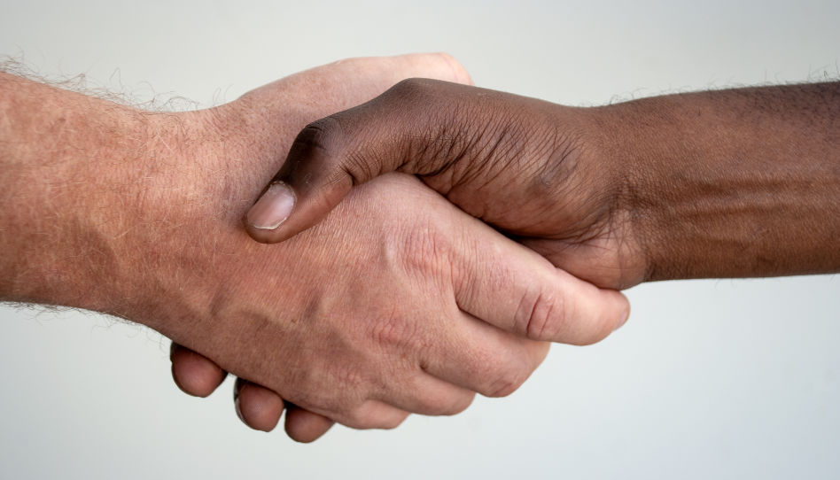 Zu sehen ist eine Handschlag als Symbol für ein Bündnis. Denn zur Vorbereitung auf den Tempel gehört, dass man versteht, was ein Bündnis zwischen unserem Vater im Himmel und uns bedeutet.