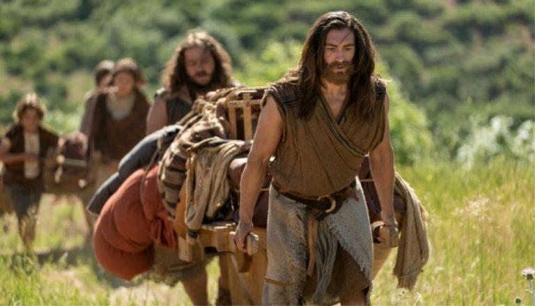 Nephi (Jackson VanDerwerken) führt seine Familie beim Dreh der zweiten Staffel der Buch-Mormon-Videos - ein Projekt, bei dem das Buch Mormon verfilmt wird - durch die Wildnis. Das Set ist in der Nähe von Springville, Utah, aufgebaut. Juni 2018.