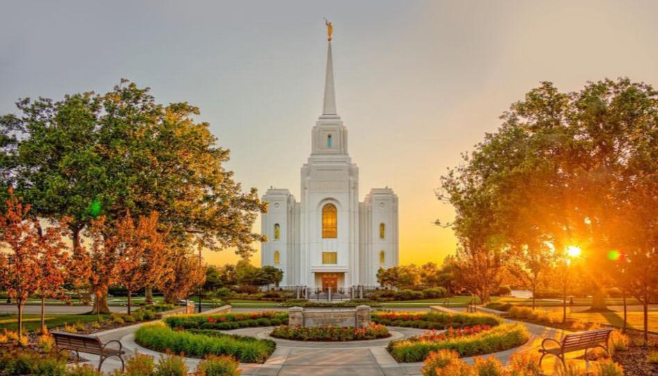 Zu sehen ist ein weiterer Tempel der Kirche Jesu Christi der Heiligen der Letzten Tage.