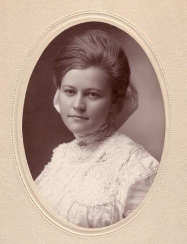 Zu sehen ist eine Originalaufnahme der 20-jährigen Rebecca Bean, die trotz vieler Herausforderungen ein Leben für Gott führte.