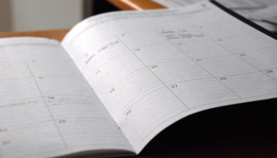 Zu sehen ist ein Kalender.