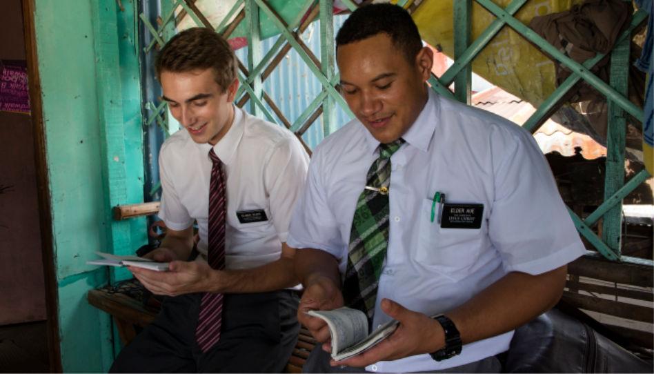 Hier sind zwei Missionare zu sehen, die von Gott berufen Menschen auf den Philippinen dienten.