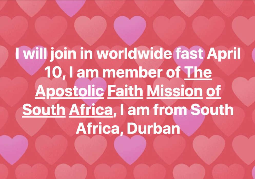"""Auf diesem Foto liest man auf Englisch: """"Ich werde am weltweiten Fasten am 10. April teilnehmen. Ich bin Mitglied der Apostolischen Glaubensmission in Südafrika. Ich komme aus Südafrika, Durban."""""""