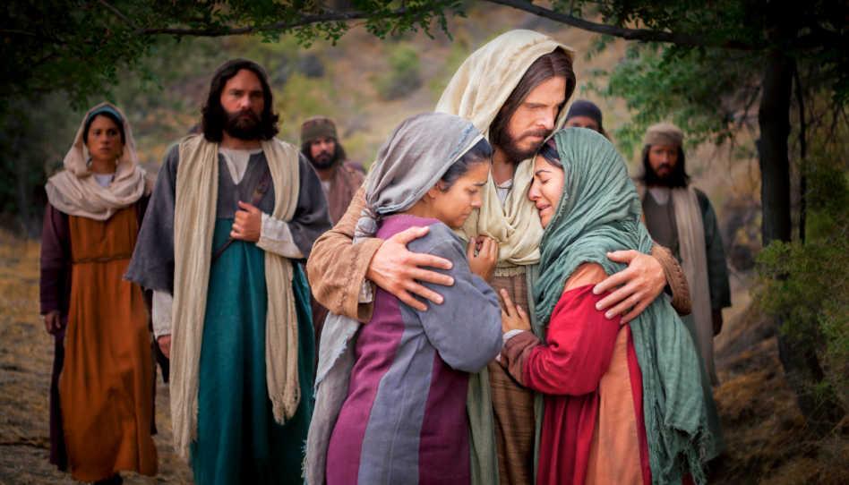 Auf diesem Bild ist Jesus zu sehen, der die weinenden Maria und Martha im Arm hält. Ein passendes Bild für chritusähnliche Liebe.