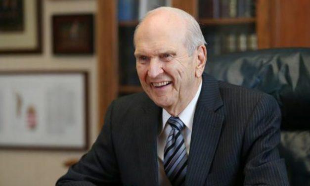 Zu sehen ist Russell M. Nelson. Präsident Nelson ist der in dieser Zeit berufener Prophet Gottes auf Erden.