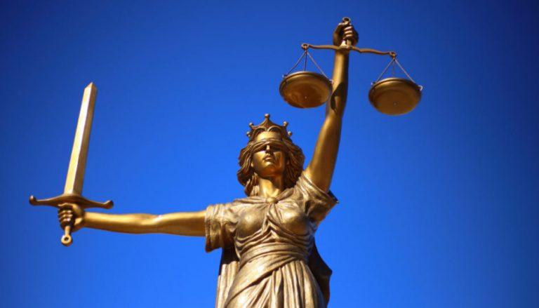 Gehorsam ist das Thema dieses Beitrags. Da passt dieses Bild von Justitia gut, die das Symbol für Gerechtigkeit und Rechtspflege ist.
